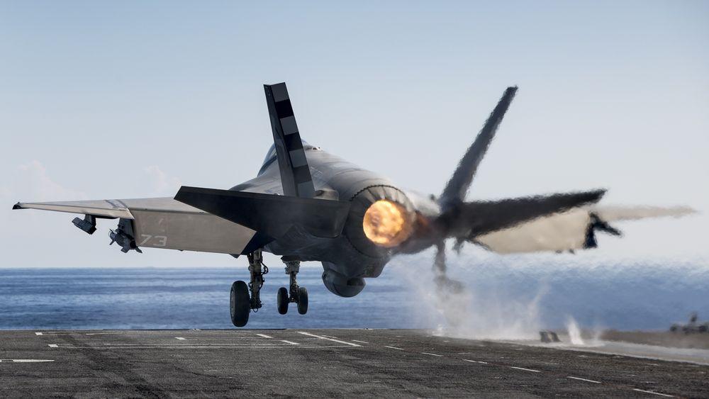 En F-35C tar av fra USS «George Washington» (CVN-73) i forbindelse med utviklingstestinga som pågikk i  august 2016.