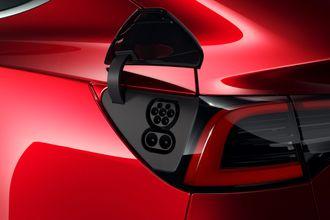 Tesla Model 3 får CCS-kontakt.