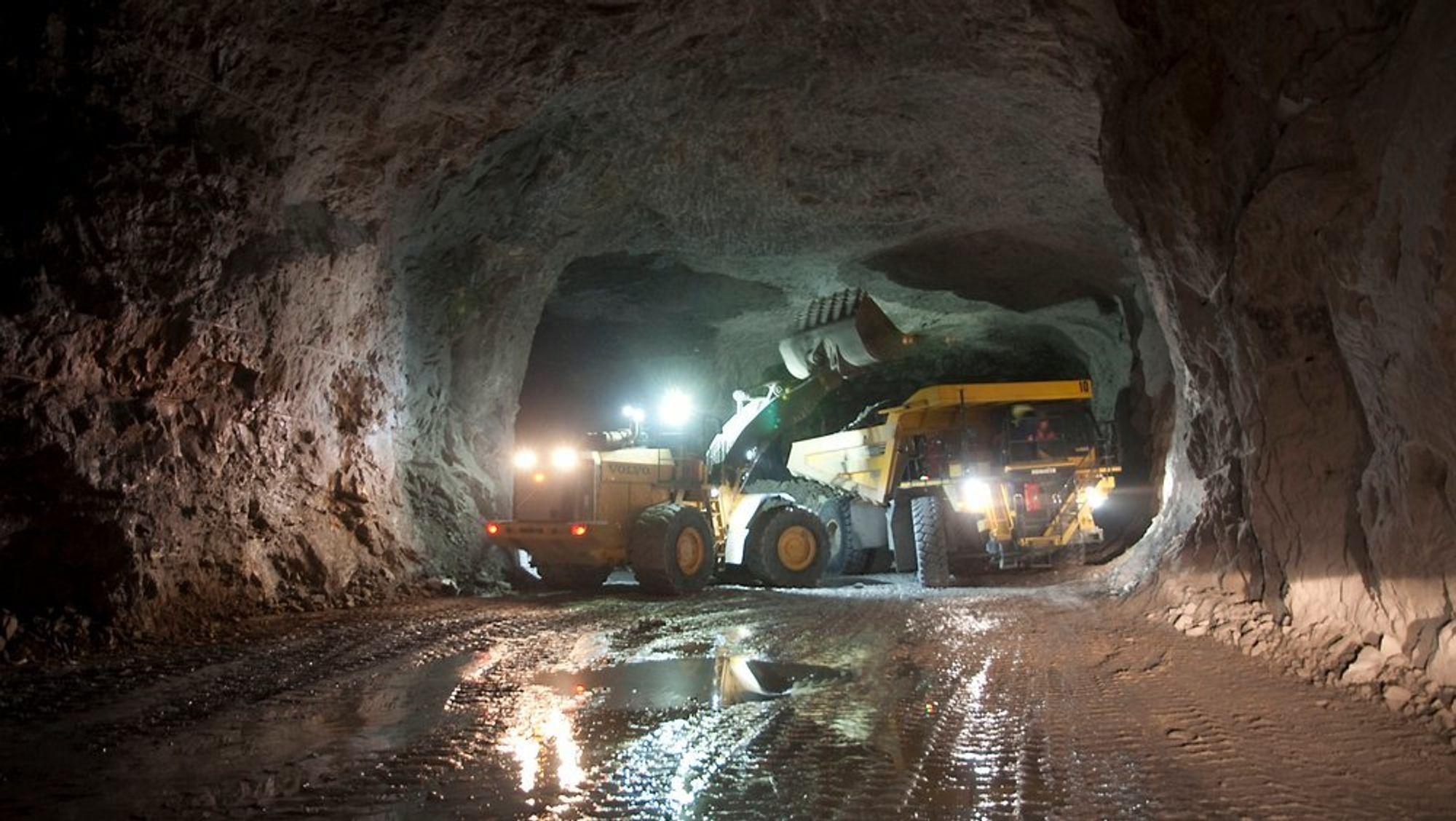 Dalen gruver er foreslått som deponi for farlig avfall når deponiet på Langøya snart er fullt. Artikkelforfatteren mener gruvene ikke egner seg til slik lagring.