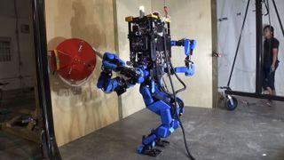 Redningsroboten til Schaft under en robotkonkurranse arrangert av Darpa i 2013.