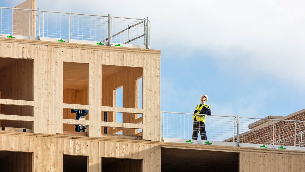 Etter anmodning fra arkitektkontoret kutter fabrikken nå til sperrer for alle store åpninger, slik at de slipper å sette opp gjerder på byggeplassen.