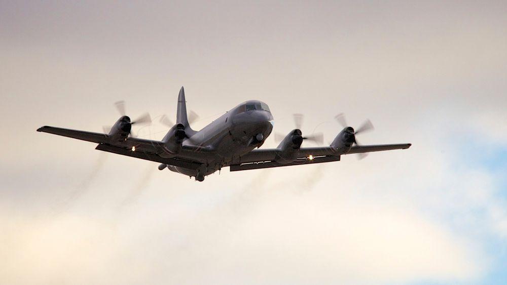 De norske overvåkingsflyene av typen P3-Orion har stått på bakken de siste 10 dagene. Nå har Russland varslet den tredje skyteøvelsen utenfor norskekysten på en måned.