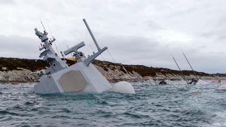 Fregatten blir mer og mer ødelagt, men ingen vet hvor penger til berging skal tas fra