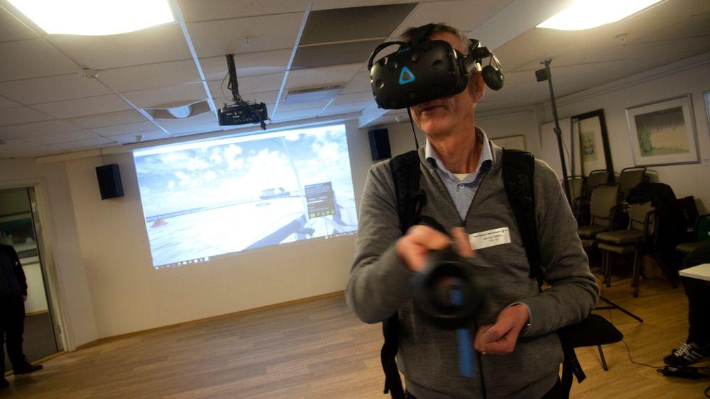 Jan Egil Sæberg i DNV-GL tester VR-opplegget for havbruk.
