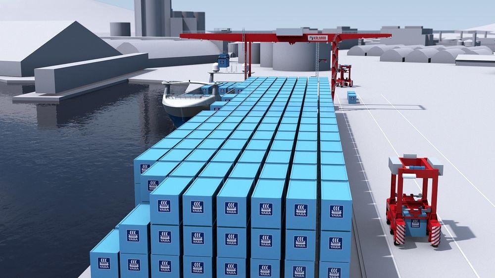 Portalkran  plasserer container  på kaia. Desember 2019 begynner tester med mennesker på plass til å overvåke og kan overta styringen.