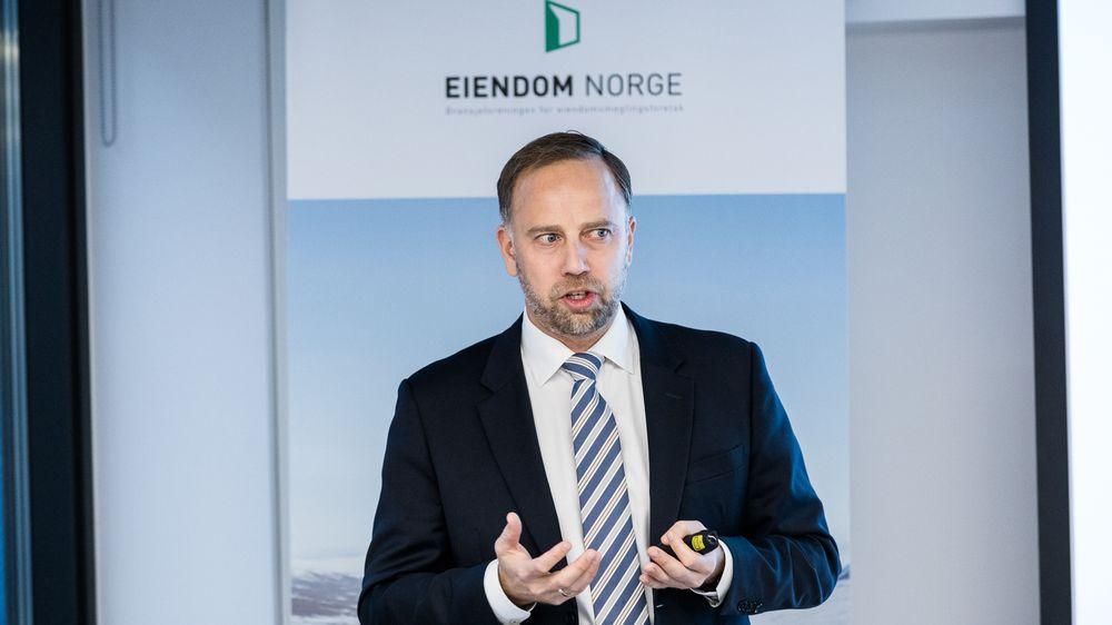 Christian Vammervold Dreyer i Eiendom Norge er mener det skyldes boliglånsforskriften at leietakeres boutgifter stiger tross lavere renter.