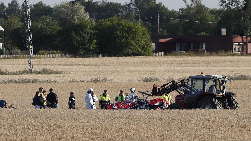 Vraket av Pitts S-2B-flyet på et jorde like ved Ekeberg skole i Holmestrand.