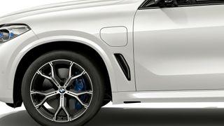 BMW X5 xDrive45e er en kommende hybridvariant av SUV-en. Den skal ha 8 mils elektrisk rekkevidde.