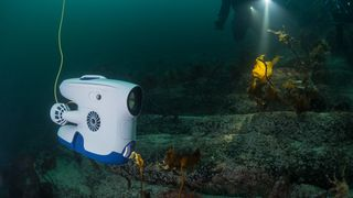 Søndag kveld ringte forsvaret og ba om undervannsdroner for å sjekke fregattvraket