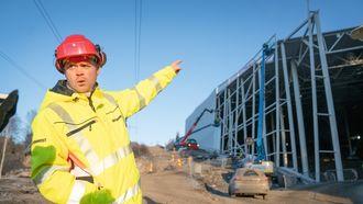 Prosjektleder Erlend Nicolaisen fra Betonmasthæhre forteller at de har brukt sandvichelementer på tak og vegger på grunn av materialets høye isoleringsevne.