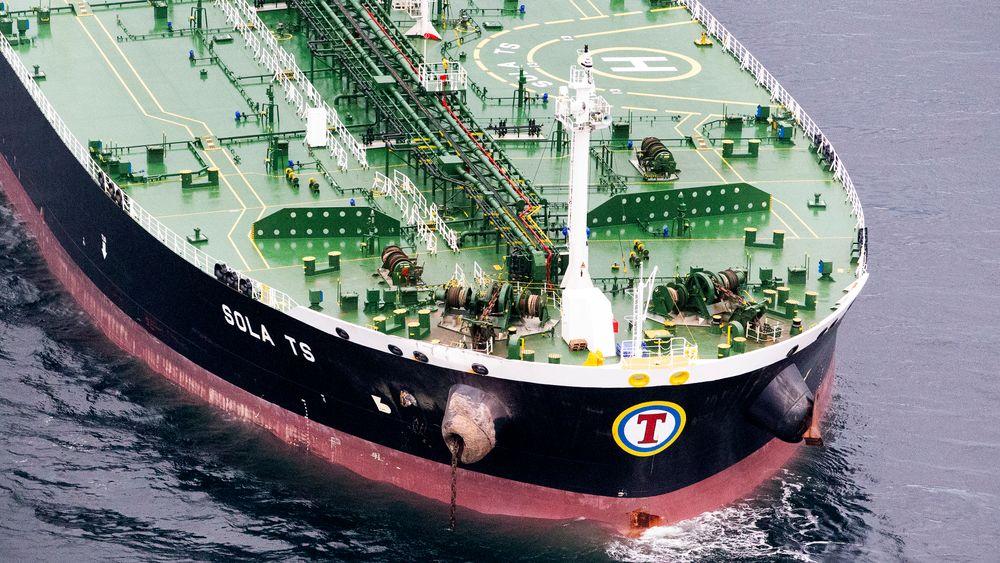 Den tydeligste skaden på Tankskipet Sola TS, ser man på det utstikkende ankerklysset, som laget en flere titalls meter lang flenge i skroget på fregatten KNM Ingstad.