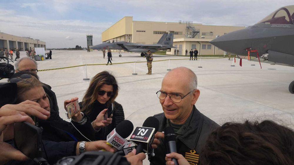 Alberto Rosso, sjef for det italienske flyvåpenet, har erklært IOC F-35A her på Amendola-basen.