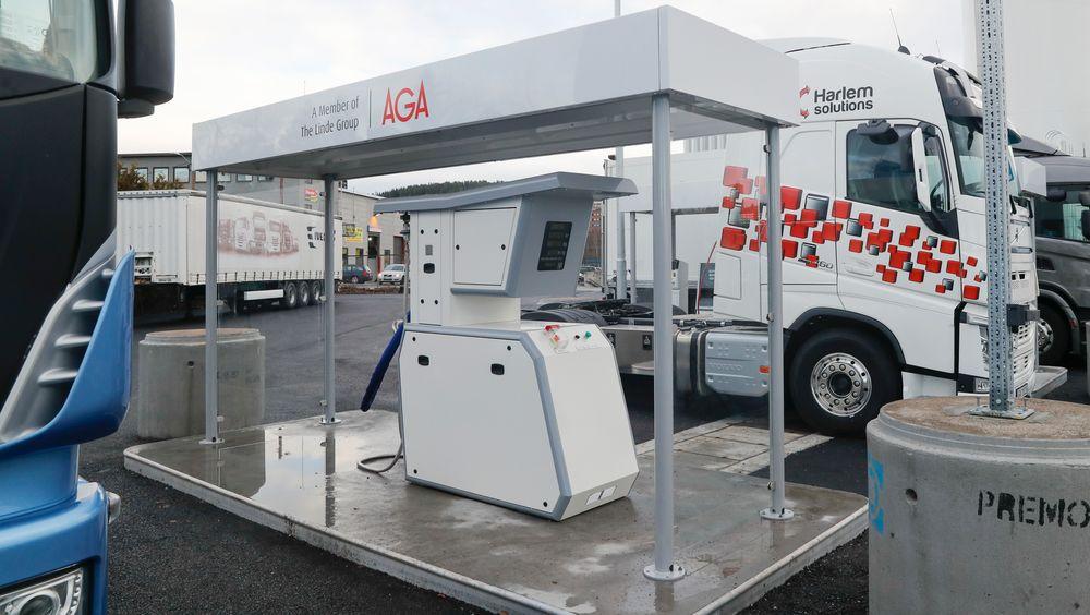 Norges første fyllestasjon for flytende biogass som drivstoff til tungtransport åpnet på Furuset tirsdag.
