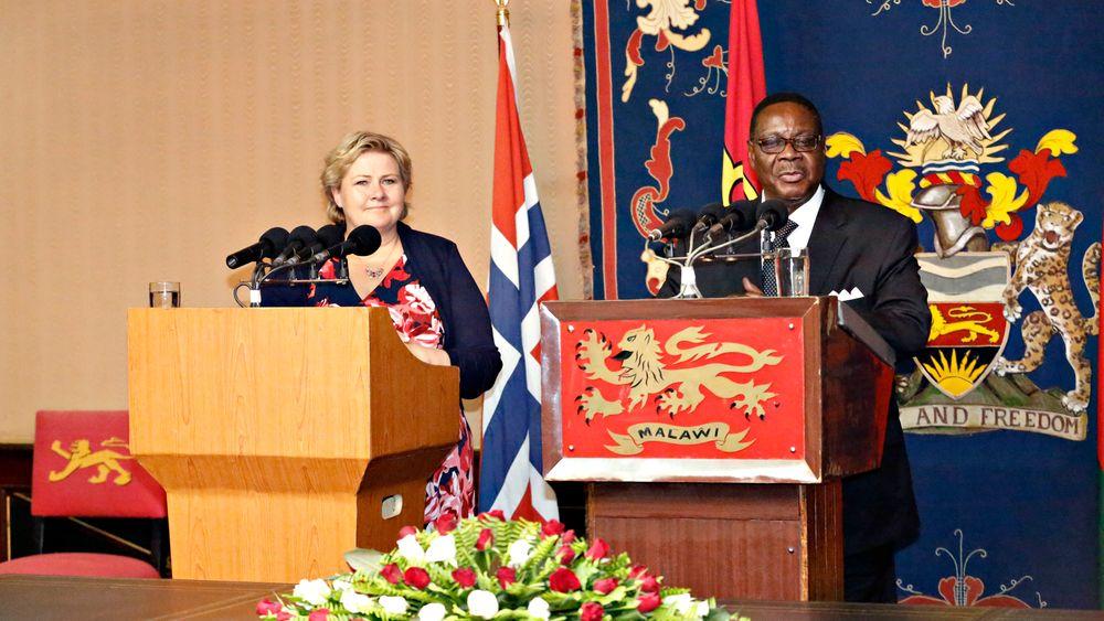 Statsminister Erna Solberg  og Malawis president Peter Mutharika, under Solbergs besøk i Malawi i 2014