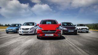 Fem generasjoner Corsa. Den sjette blir også elektrisk.