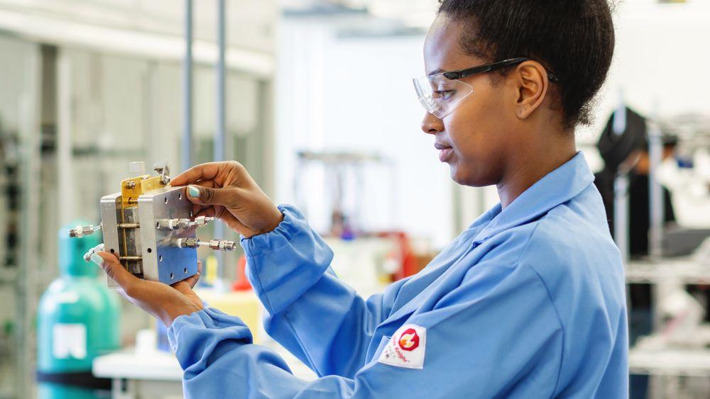 En laboratorie-prototyp av cellen som skal brukes i reaktoren som tar CO2, vann og elektrisitet og omdanner dette til nye karbonbaserte produkter med oksygen som et biprodukt.