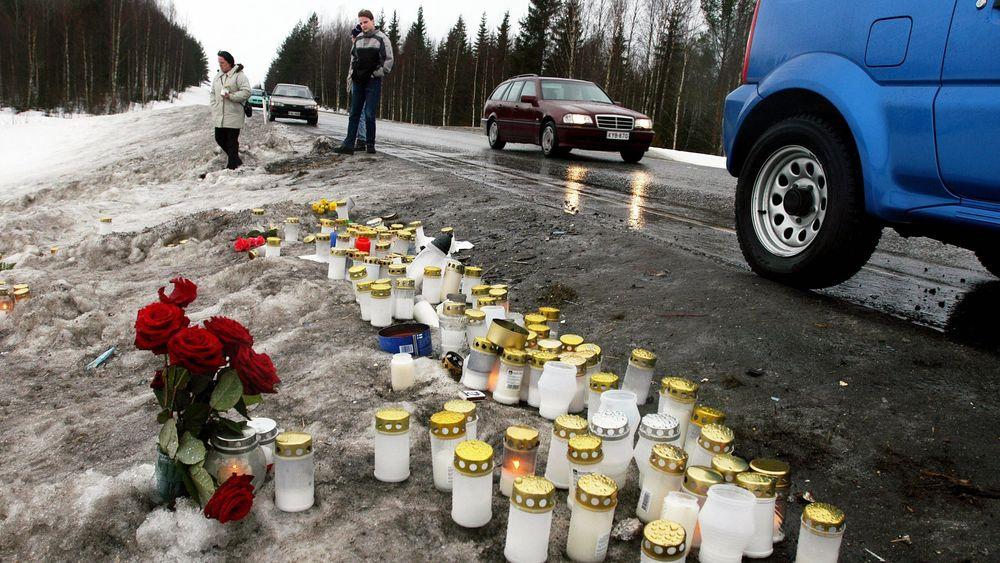 Trafikkulykker tar liv hvert 24. sekund. Bildet er tatt på et ulykkessted i Finland der 23 mennesker omkom da en trailer kolliderte med en buss i 2004.
