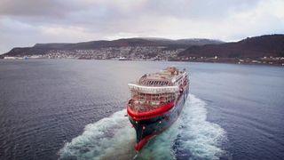 Her sjøsetter Hurtigruten sitt andre hybriddrevne ekspedisjonscruiseskip