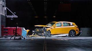 Kollisjonstesting av Mercedes-Benz EQC.