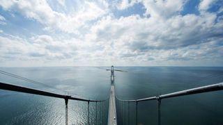 Tre års planlegging og 142 nye spesialverktøy: Nå rister det mindre på Storebæltsbroen