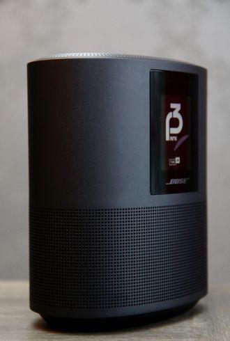 Bose Home Speaker 500 sett fra siden.