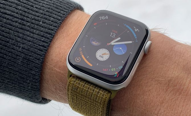 Apple Watch Series 4 på arm.