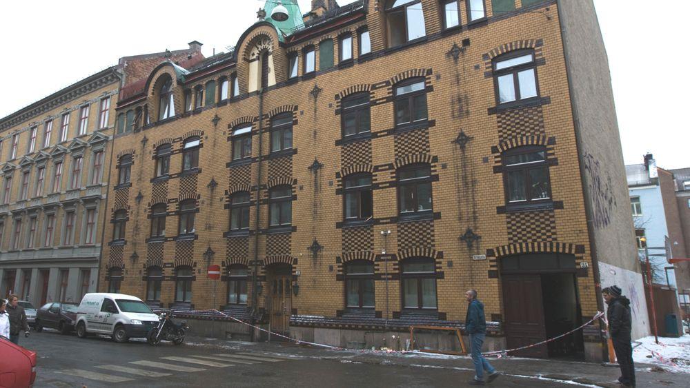 Torsdag var det ti år siden brannen som krevde seks menneskeliv i Urtegata på Grønland i Oslo. Brannvesenet advarer om at det fortsatt er mange bygårder i Oslo med dårlig brannsikkerhet.