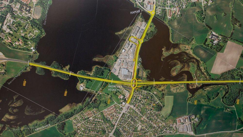 Vegvesenet ønsker flere smalere firefelts motorveier. Illustrasjonsfoto av E6 forbi Hamar.