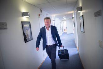 Sjefredaktør Vebjørn Selbekk i den kristne dagsavisen Dagen er ofte på reisefot. Her skal han forlate Bergen til fordel for flyet til Oslo.