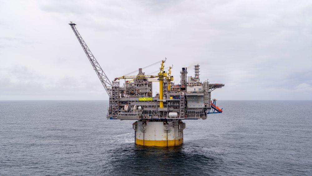 Nå produserer Aasta Hansteen-plattformen gass. Helt nord i Norskehavet, 300 kilometer fra land og 1300 meter over havbunnen.