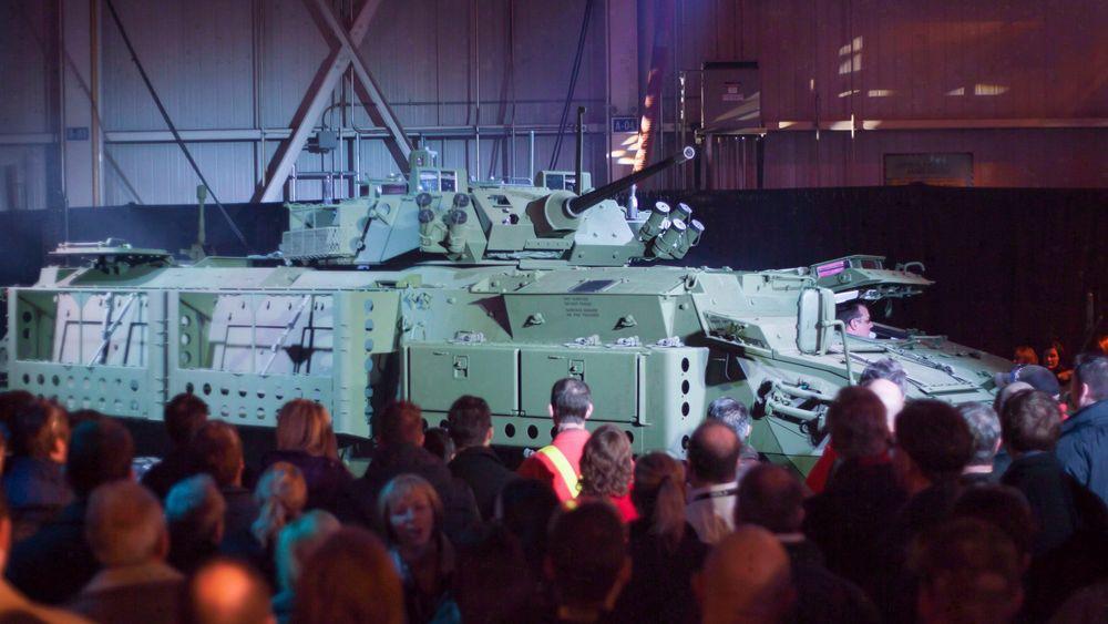 Canadas statsminister ønsker å kansellere en stor kontrakt med Saudi-Arabia, om salg av over 700 pansrede personellkjøretøy til landet.