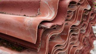 1,3 millioner asbest-tak i Danmark: – Mange gjør feil når de sanerer takene