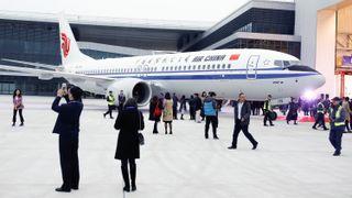 Første Boeing-737 ruller ut fra kinesisk fabrikk. Det er bare starten