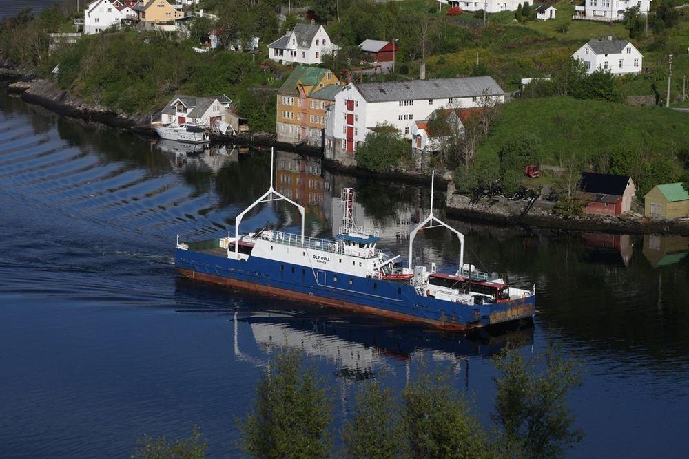 MF Ole Bull blir hybrid og gjøres klar for å bli nullutslippsferge. Osterøy Ferjeselskap drifter sambandet Breistein-Valestrand med ferga.