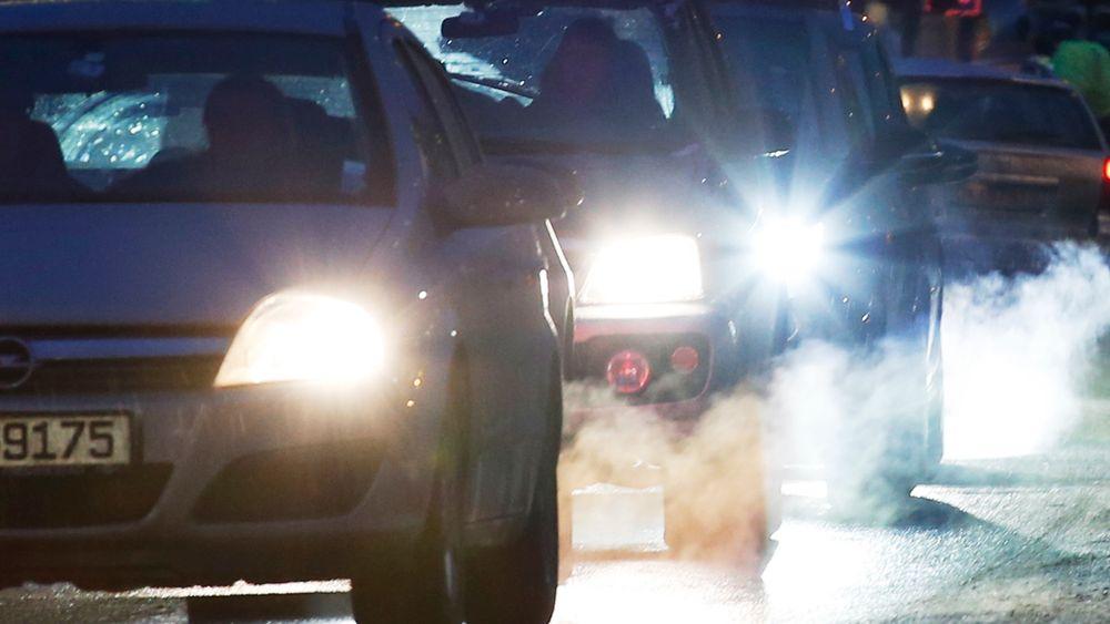 Forhandlere fra EUs ministerråd, EU-parlamentet og EU-kommisjonen hr blitt enige om grensene for CO2-kutt for person- og varebiler.