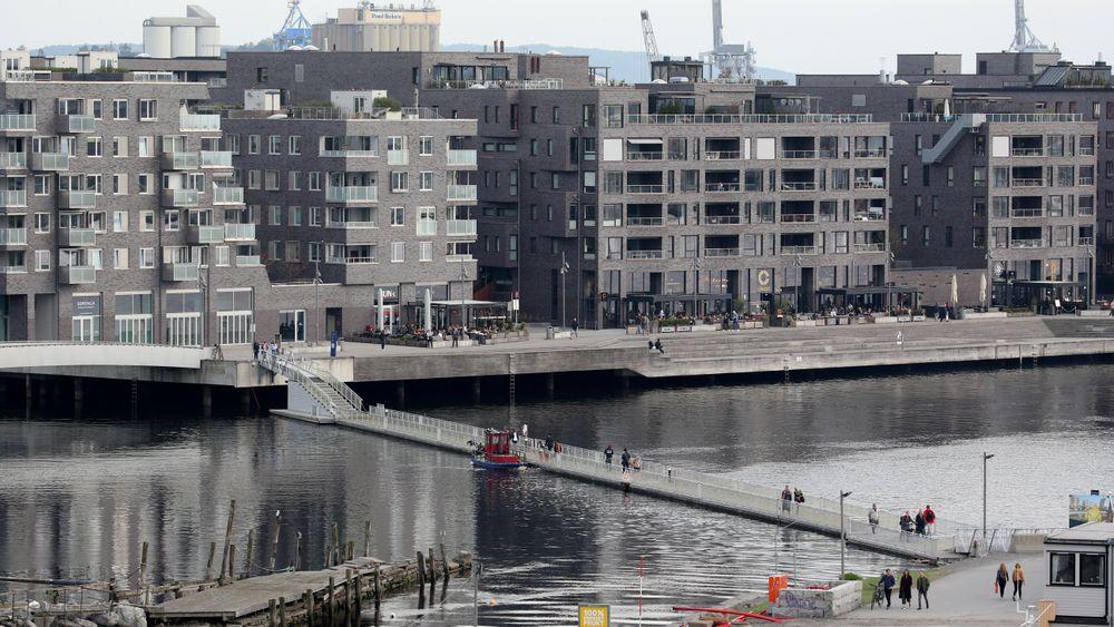 Eiendom Norge venter en moderat prisoppgang i de fleste store byene i Norge i neste år, noe som vil gi en oppgang på tre prosent landet sett under ett. Her fra Sørenga i Oslo.