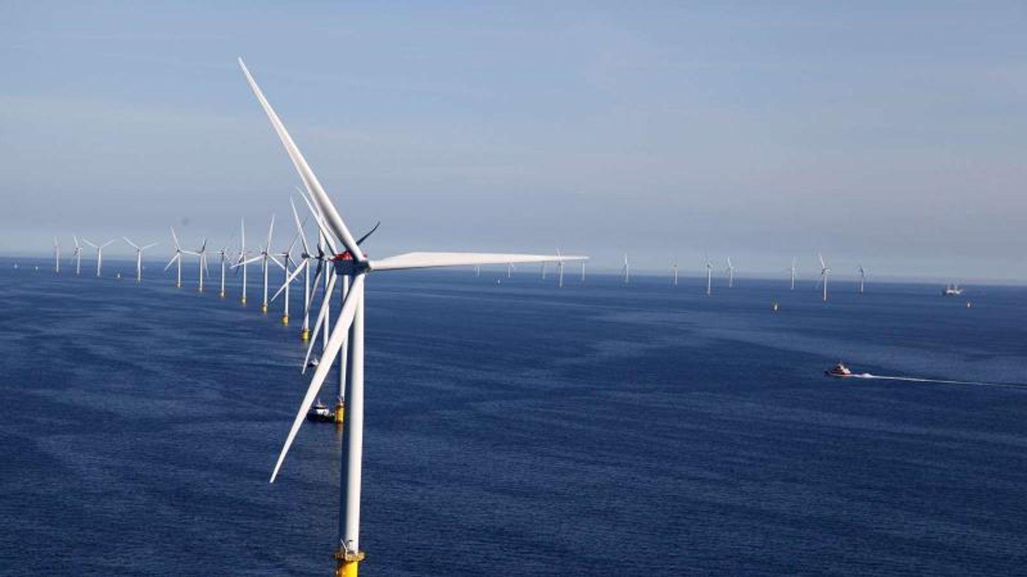 Danske Anholt Havmøllepark er på 400 MW, og halvparten så stor som én av de tre nye havvindmølleparkene i sommerens energiavtale.