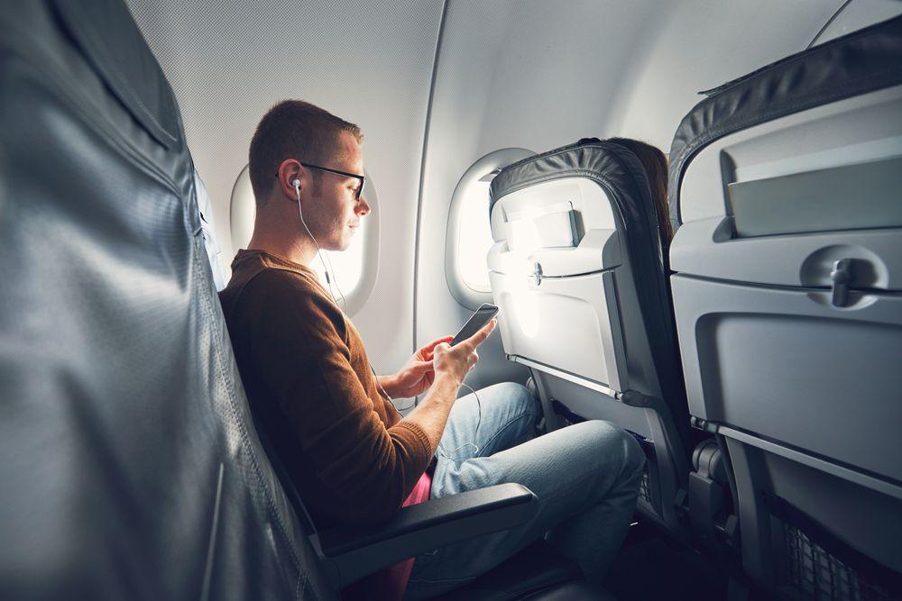 Med stadig raskere wifi ombord i fly og mer tilbud fra underholdningsserverne ombord vil flere bruke egne enheter for å strømme innhold.