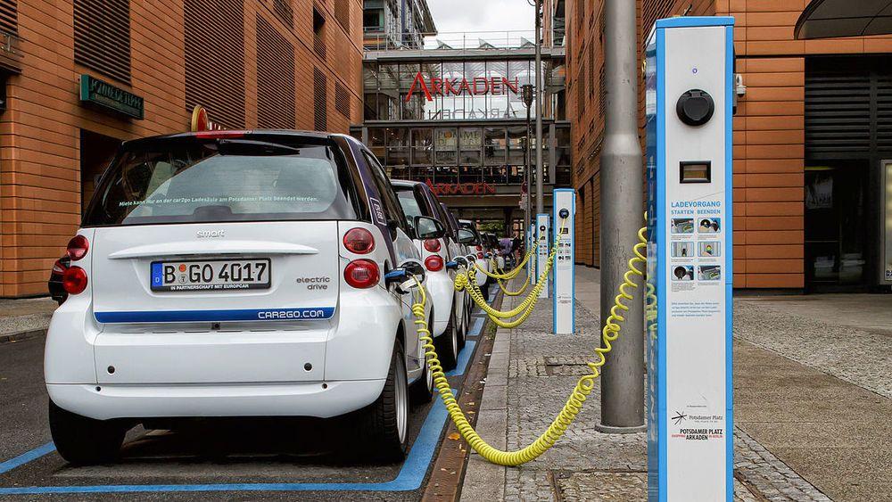 I fjor ble det solgt 25.000 elbiler i Tyskland, og 29.400 plug-in-hybrider. Bildet er fra Potsdamer platz i Berlin.