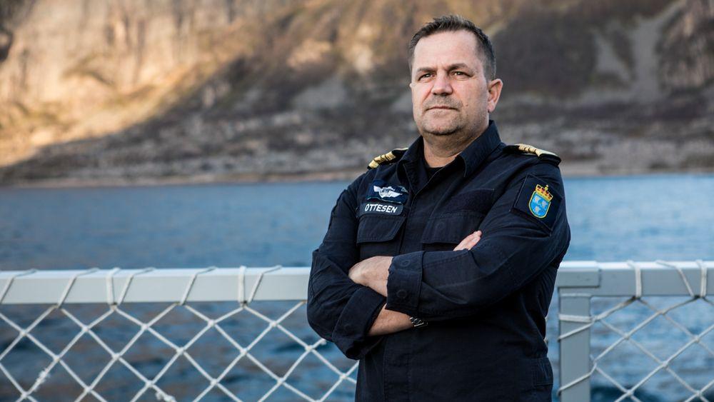 Skipssjef Preben Ottesen sier det var deilig å få beskjed om at alle om bord hadde klart seg, men at det var trist å se KNM Helge Ingstad ligge i fjæresteinene etter havariet i november.