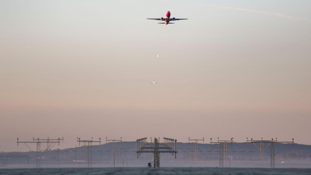 I mai ble innkommende flytrafikk ved Oslo Lufthavn Gardermoen stengt en kort stund fordi en drone ble observert i nærheten. I framtiden håper luftfartsmyndighetene å hindre slike problemer ved bruk av ny datateknologi.
