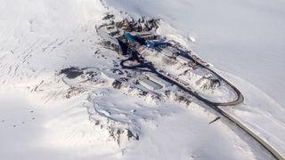 Sporene av hundre års kullgruvedrift på Svalbard skal fjernes. Det koster