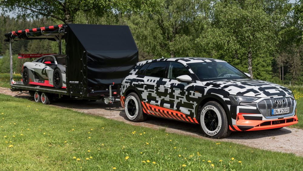 Fra en demonstrasjon av tilhengermulighetene på Audi E-Tron. Bilen kan trekke 1800 kg.