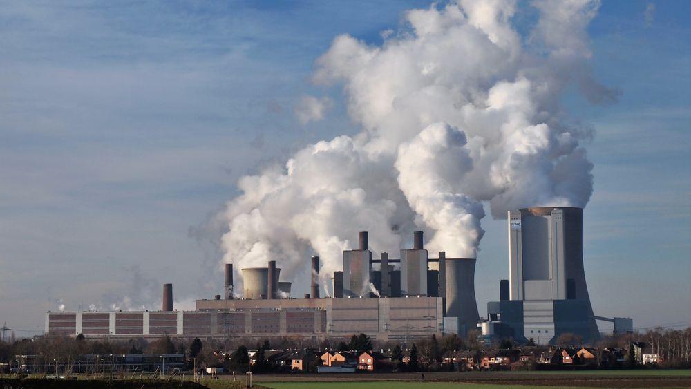 Niederaussem kraftverk er et kullkraftverk i det vestre Tyskland. Utslippet av CO2 er blant de største i hele Europa fra ett enkeltpunkt.