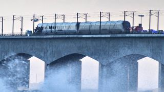 Danmark: Seks døde etter at passasjertog ble truffet av last som blåste av godstog