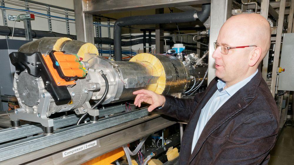 Prototypen til varmepumpen som skal bidra til sjokoladeproduksjon i Tyskland er drøyt 7 meter lang. Bantle regner med å halvere lengden. I en produksjonsklar pumpe er det ikke behov for de samme avstandene mellom rørene. Pumpen får kapasitet på 600 kW.