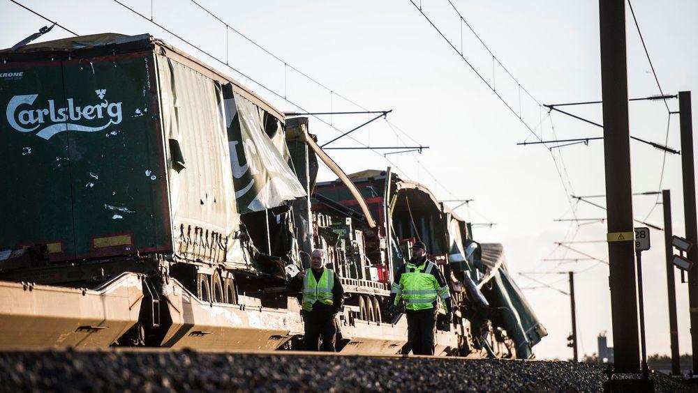 Åtte personer omkom da deler av lasten til et godstog rev seg løs og traff et motgående lyntog ved Storebæltsbroen i Danmark 2. januar. Nå advarer sikkerhetsmyndighetene mot vognene som ble brukt på godstoget.