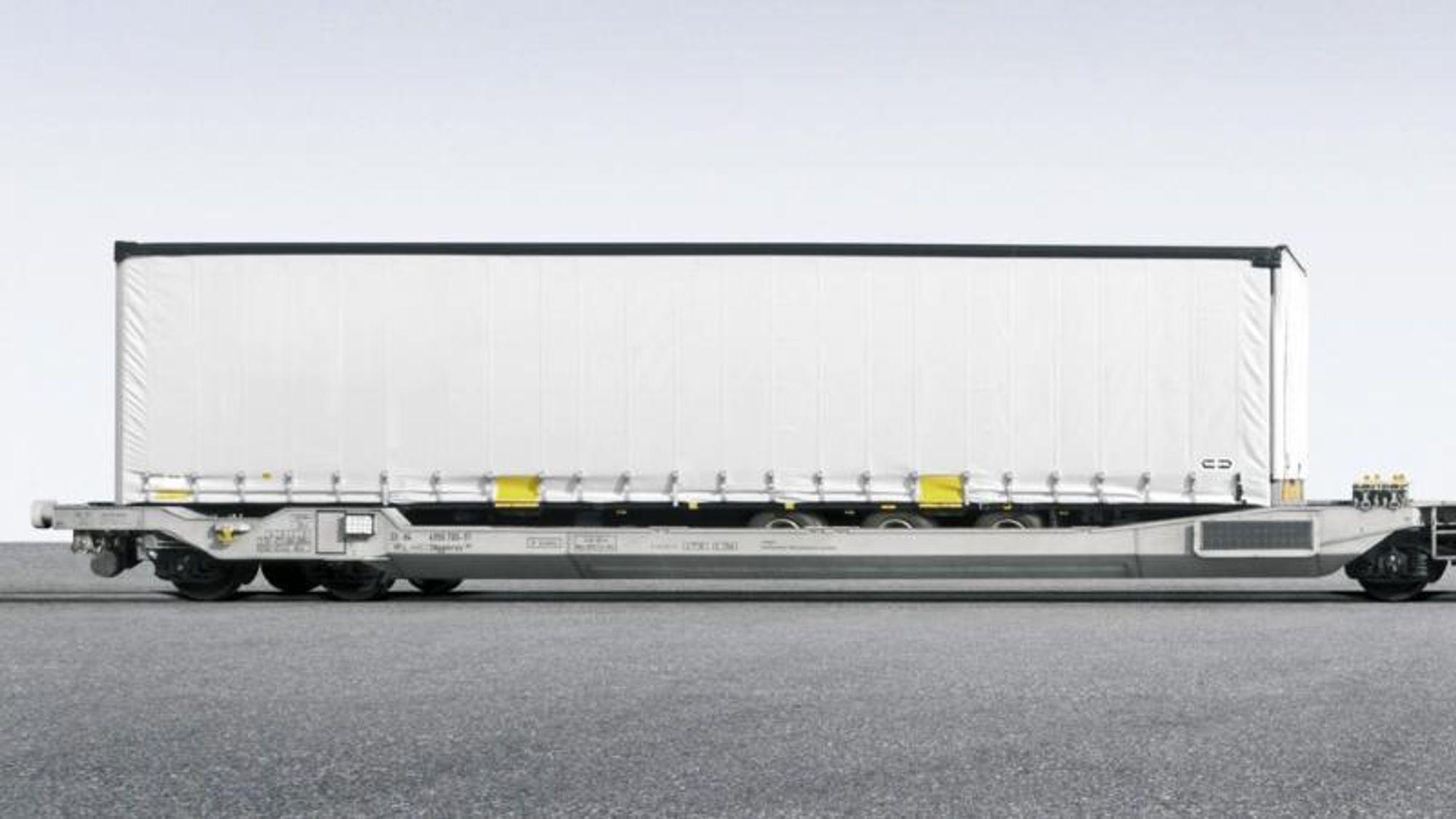 Danske myndigheter har inntil videre nedlagt forbud mot transport av trailervogner på såkalte lommevogner på danske godstog.