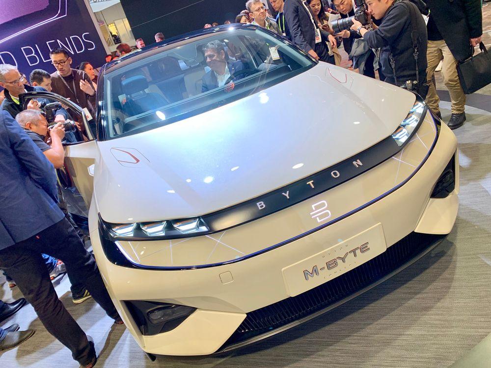 SUV: M-Byte er den første bilen som settes i produksjon. Med tohjulsdrift og et batteri på 71 kWh skal den koste 45 000 dollar. Hva modellen med firehjulsdrift og 85 kWh batteri skal koste er ikke klart.