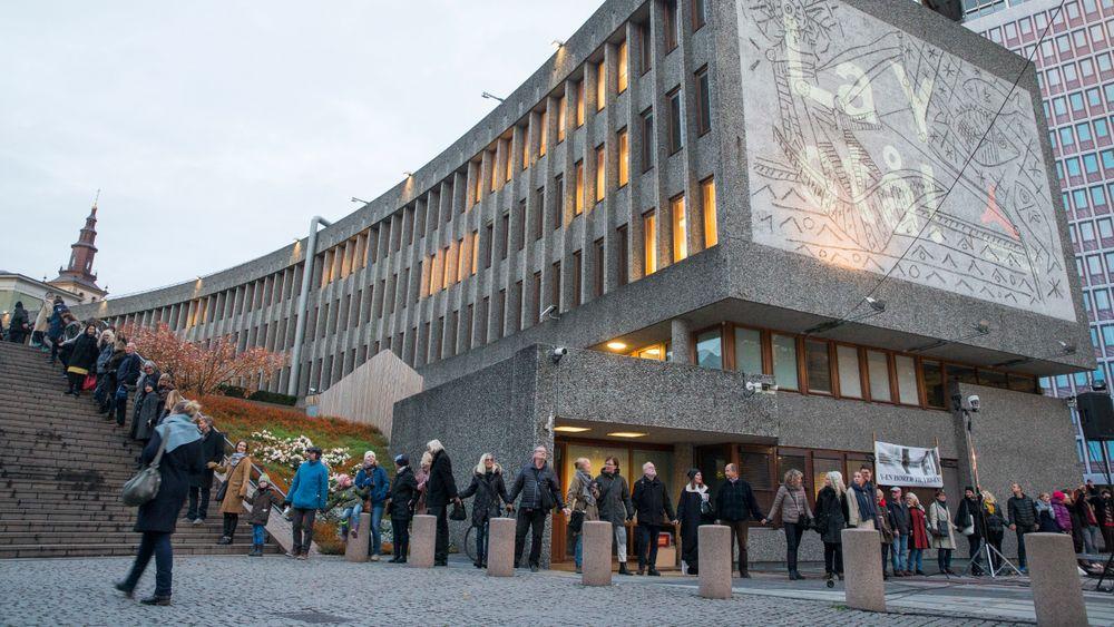 Står for fall: En avtale om å rive deler av regjeringskvartalet inklusive den karakteristiske Y-blokka med veggkunst av Pablo Picasso er på plass. Statsbygg har inngått kontrakt med Veidekke om rivingen.